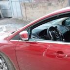 Разбил окно автомобиля