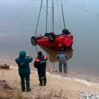 Автомобиль с телами двух челнинцев подняли со дна реки Сура в Чувашии